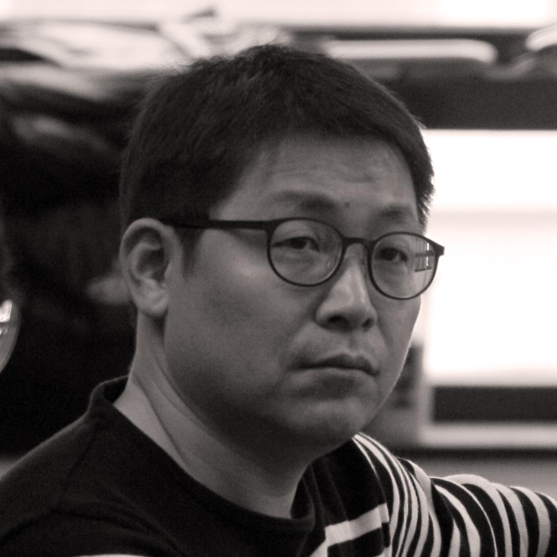 Leader Image